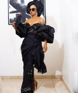 "#ChiefDaddyPremiere: ""Those boobs are crying for help"" – Nigerians react to Toke Makinwa's revealing outfit"