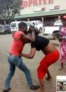 A Man And Lady Seen Fighting Outside Shoprite (Photos)