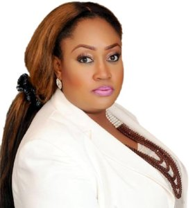 #CHOP I CHOP: Watch as Hon. Igbinedion of PDP promises to share money with her supporters when she is re-elected (Video)