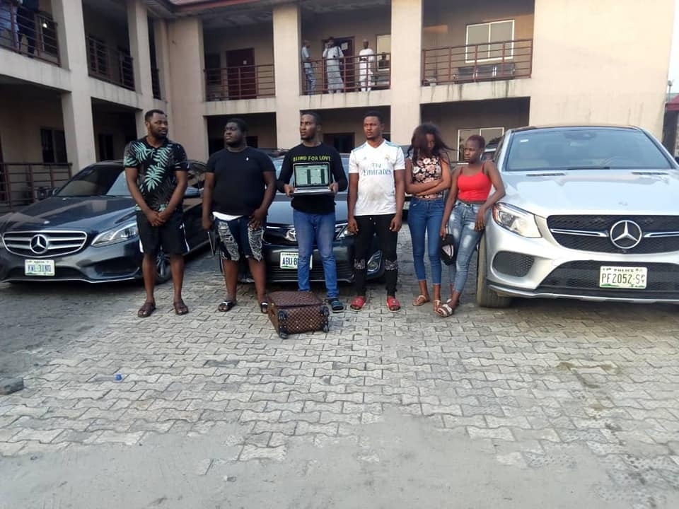 , Yahoo Girls, Yahoo Boys And Their Benz Arrested By EFCC In Port Harcourt (Photos), Effiezy - Top Nigerian News & Entertainment Website