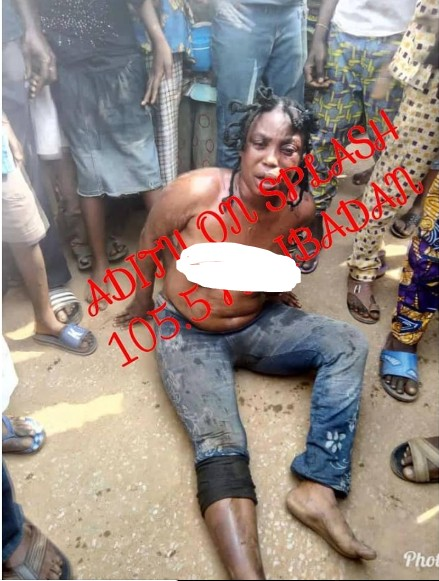 , Female Kidnapper Stripped Naked In Ibadan After Hypnotizing Children. (Photo), Effiezy - Top Nigerian News & Entertainment Website
