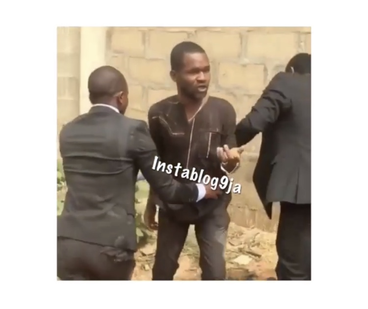 , Pastor Catches Man Trying To Steal Tithe During Service – (Video), Effiezy - Top Nigerian News & Entertainment Website