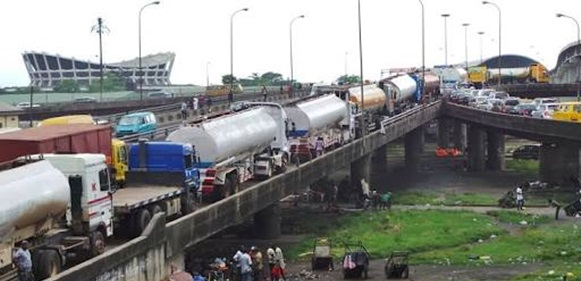 , Lagosians Groans As Eko bridge Tankers Reappear Barely 24hrs After The President's Visit, Effiezy - Top Nigerian News & Entertainment Website