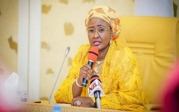 , Tolulope Arotile: Aisha Buhari react to the death of Nigeria's first female pilot., Effiezy - Top Nigerian News & Entertainment Website