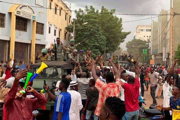 Cheers as soldiers arrest Mali President Boubacar Keita, Prime Minister