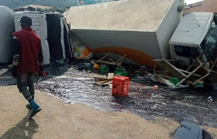 , Trucks crush six to death after brake failure in Ondo, Effiezy - Top Nigerian News & Entertainment Website