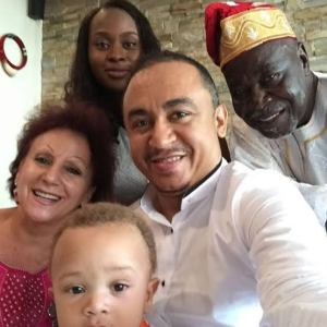 Daddy Freeze to Ibiyeomie: Here is my father, mother, wife, child