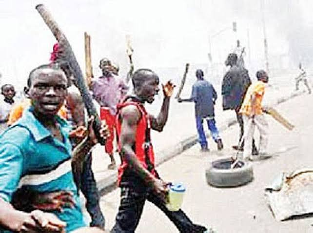 , Suspected cultists set police outstation ablaze in Akwa Ibom, Effiezy - Top Nigerian News & Entertainment Website