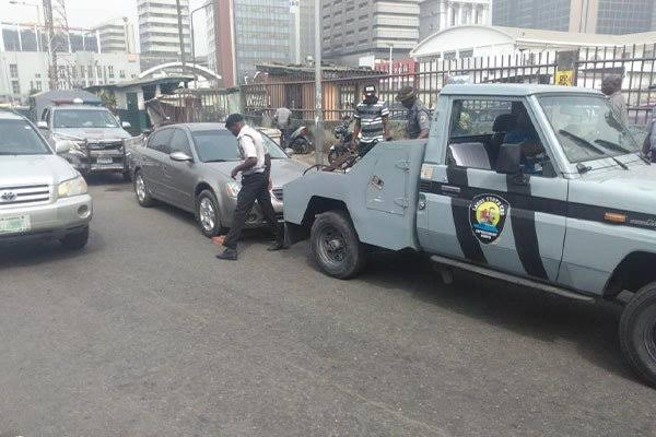 Residents of Oshodi-Isolo get 48-hour ultimatum to remove vehicles on the road