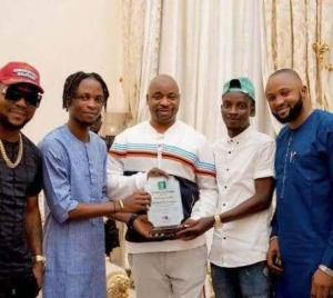 , MC Oluomo gifts BBNaija Laycon N2.5m, Effiezy - Top Nigerian News & Entertainment Website
