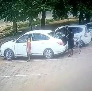 CCTV captures boy stealing from a woman's car (Video)