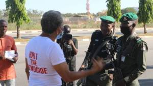 Lagos lawyer, Omirhobo arrested at Presidential Villa Gate for protesting over Boko Haram killing of 43 farmers in Borno (Photos)