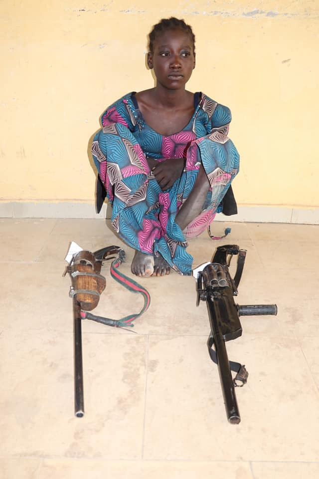 Police nab 16-year-old female bandit armed with dangerous weapons in Niger state (See Photo), Police nab 16-year-old female bandit armed with dangerous weapons in Niger state (See photo), Effiezy - Top Nigerian News & Entertainment Website