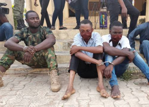 , Police constable, soldier arrested for armed robbery in Ondo, Effiezy - Top Nigerian News & Entertainment Website