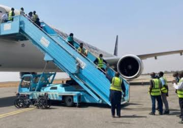 , 384 out of 802 returnees from Saudi Arabia arrive Abuja, Effiezy - Top Nigerian News & Entertainment Website