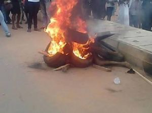 , Angry mob burnt suspected thief alive in Ibadan (graphic photo), Effiezy - Top Nigerian News & Entertainment Website