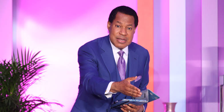 , Pastor Chris Oyakhilome condemns pastors advising their members to take the COVID-19 vaccine (video), Effiezy - Top Nigerian News & Entertainment Website
