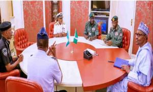 Buhari meets service chiefs over insecurity
