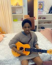 """""""Legend number two loading"""" – Tuface's daughter sings Ayra Starr's song passionately (video)"""