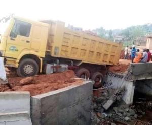 Ozuma bridge in Okene collapses a week after Yahaya Bello constructed it (Photo)