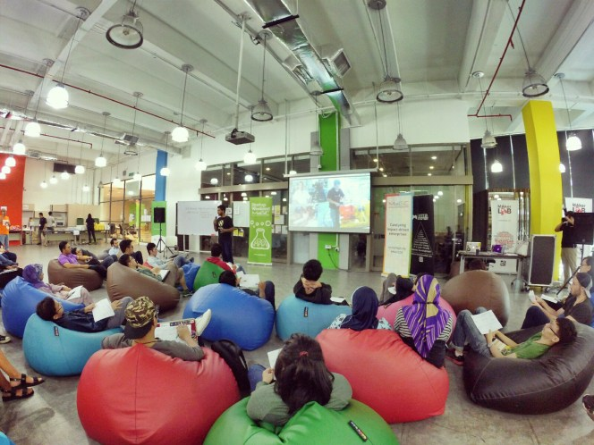startup-weekend-at-magic-cyberjaya-malaysia-powered-by-google-for-entrepreneurs-social-enterprise-edition-raymond-ong-and-effye-ang-effye-media-online-advertising-a30