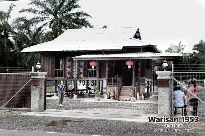 Tony Martin Kher founder of Warisan 1953 Museum at Batu Pahat Johor Malaysia Heritage 1953 Artist Joey Kher A02