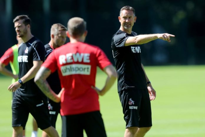 COLOGNE, GERMANY - JULY 04: Head coach Achim Beierlorzer issues instructions during the 1st FC Koeln training session at Geissbockheim on July 04, 2019 in Cologne, Germany. (Photo by Christof Koepsel / Getty Images)