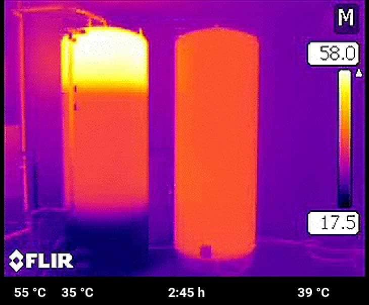 Der Bereich für die Raumheizung ist im Schichtspeicher bereits zu 75 % geladen. Das Wasser im Speicher mit Heizstab ist noch immer nicht warm genug zum Duschen.