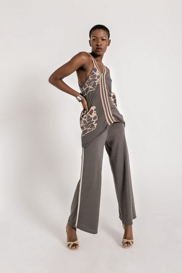 The perfect match. Wide leg palazzo pants with a contrasting trim on the side and elastic wais