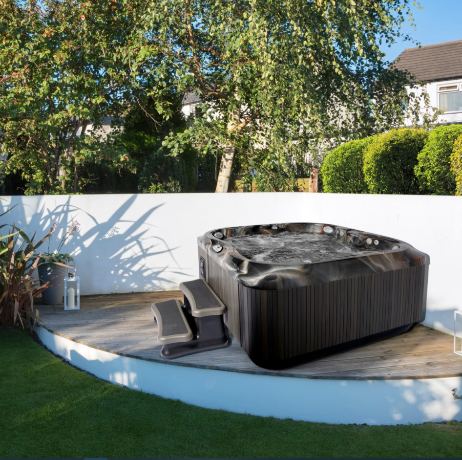 Irresistible Hot Tub Spa Designs for Your Backyard That Will Upgrade Your Home 14