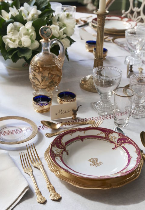 gallery-1478558743-holiday-place-setting-sophisticated