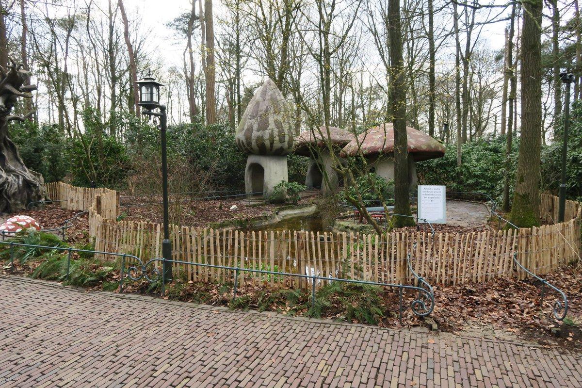 Efteling herbouwt paddenstoelenhuisjes