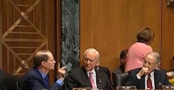 Verbal fight breaks out between Senators Pat Roberts, Ron Wyden, & Pat Roberts in hearings (VIDEO)