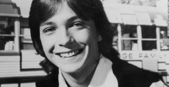 David Cassidy, heartthrob of '70s' teens, dies at 67