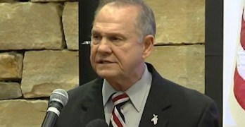 Roy Moore cheered, attacks Dems, WAPO, & GOP over pedophilia accusations (VIDEO)