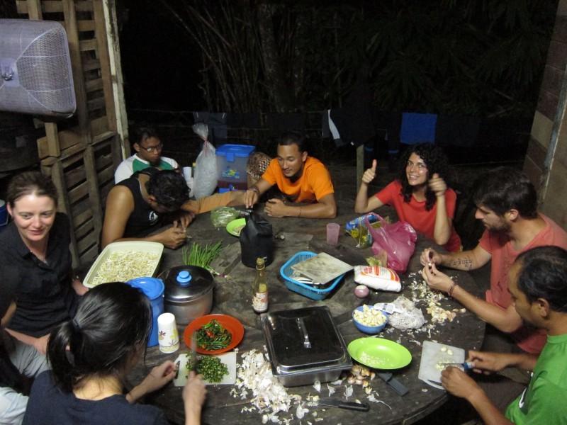 Preparing Ipoh hor fun with the Radak crew