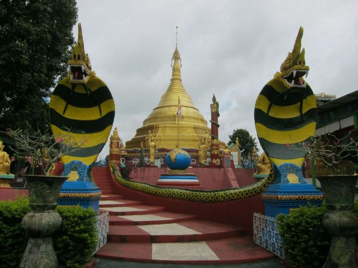 On the way to the heritage we noticed this pagoda, being guarded by two menacing dragon cobra bumble bees.