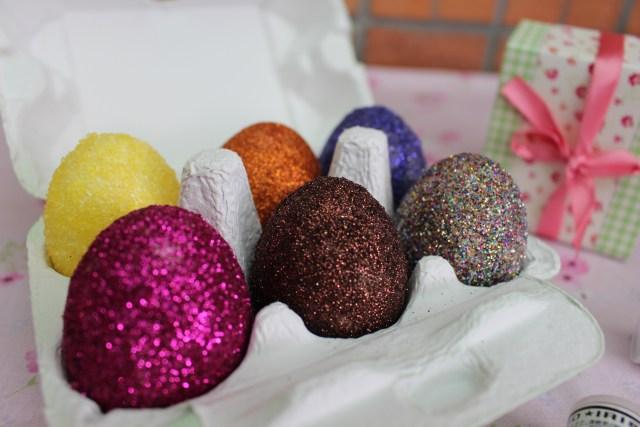 Ovos coloridos. Super divertidos!