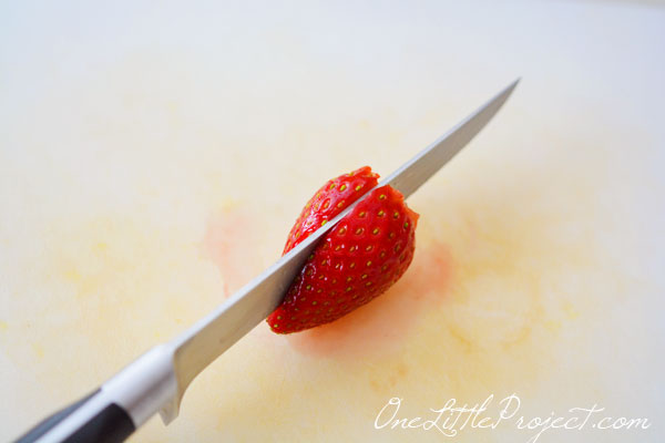 cortando o morango