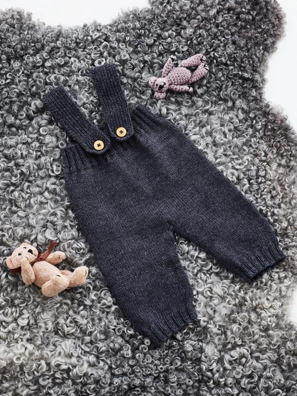 Babybukser med seler strikkekit
