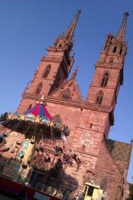 Mardi 28/10. Bâle, la Münsterplatz qui surplombe le Rhin.