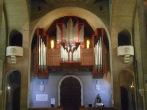 Fond de l'eglise. Orgue de D. Birouste inauguré en 1994 (© Jérôme Bohl).