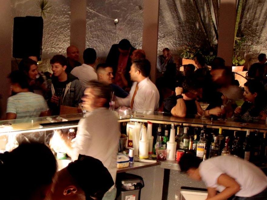 Café bar gay medellín