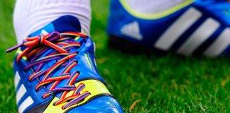 Árbitros y jugadores lucirán cordones multicolor