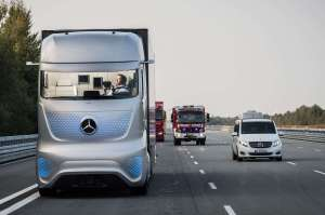 mercedes-benz-future-truck-2025-front-view-in-motion-02 Title category