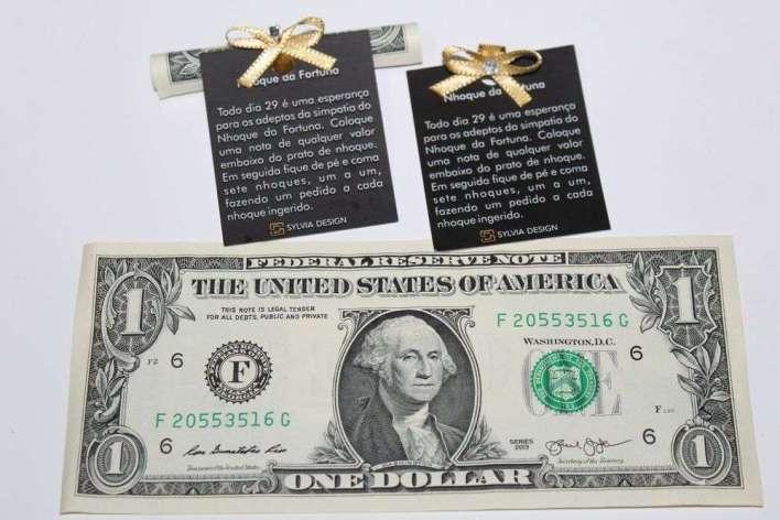 Dolar-presenteado-junto-com-o-Nhoque-da-Fortuna-01 Title category