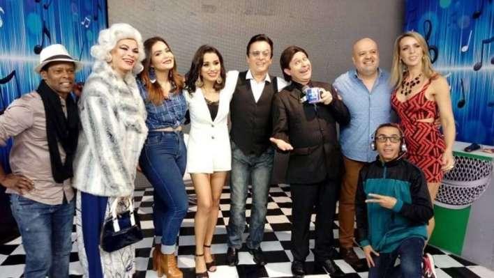 Foto reprodução Internet: Elenco do Programa do Nahim, Salete Campari, Geisy Arruda, Nahim, Silvio Santos Cover, Sandra Pandolfi e Picolé.