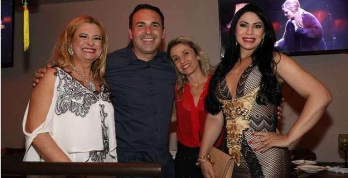 Lilian, Gottino e esposa e Silvia Design- Foto Paulo Bareta - Divulgação