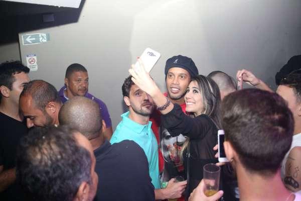 Ronaldinho parou a festa - Foto: Vinícius Eduardo