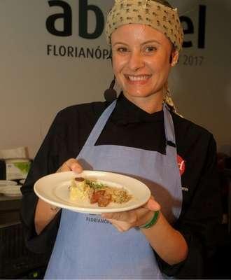 Chef-Luiza-Hoffmann-Foto-Sérgio-Vignes-330x400 Title category